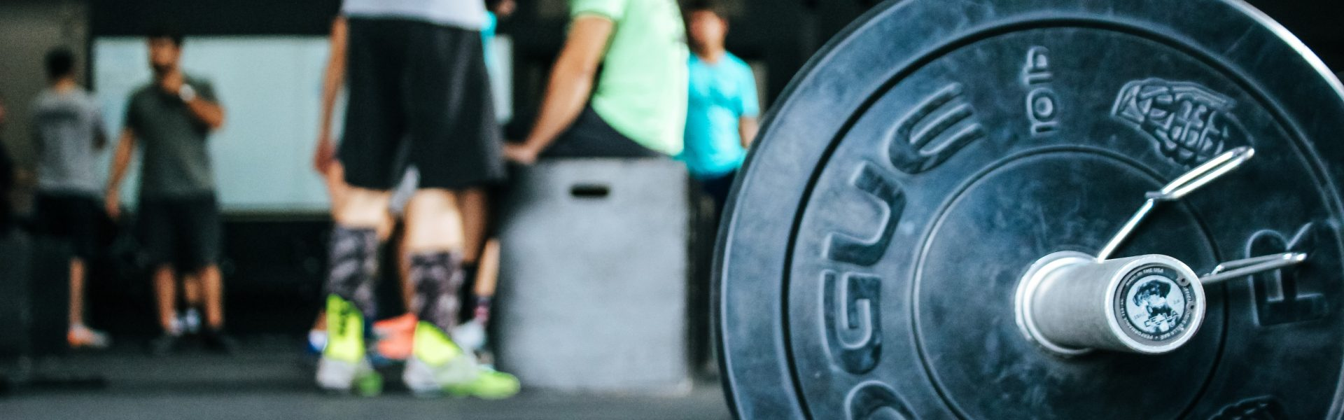personal trainer giving tips